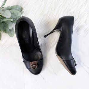 Hollywould Italy Black Round Toe O Ring Heels
